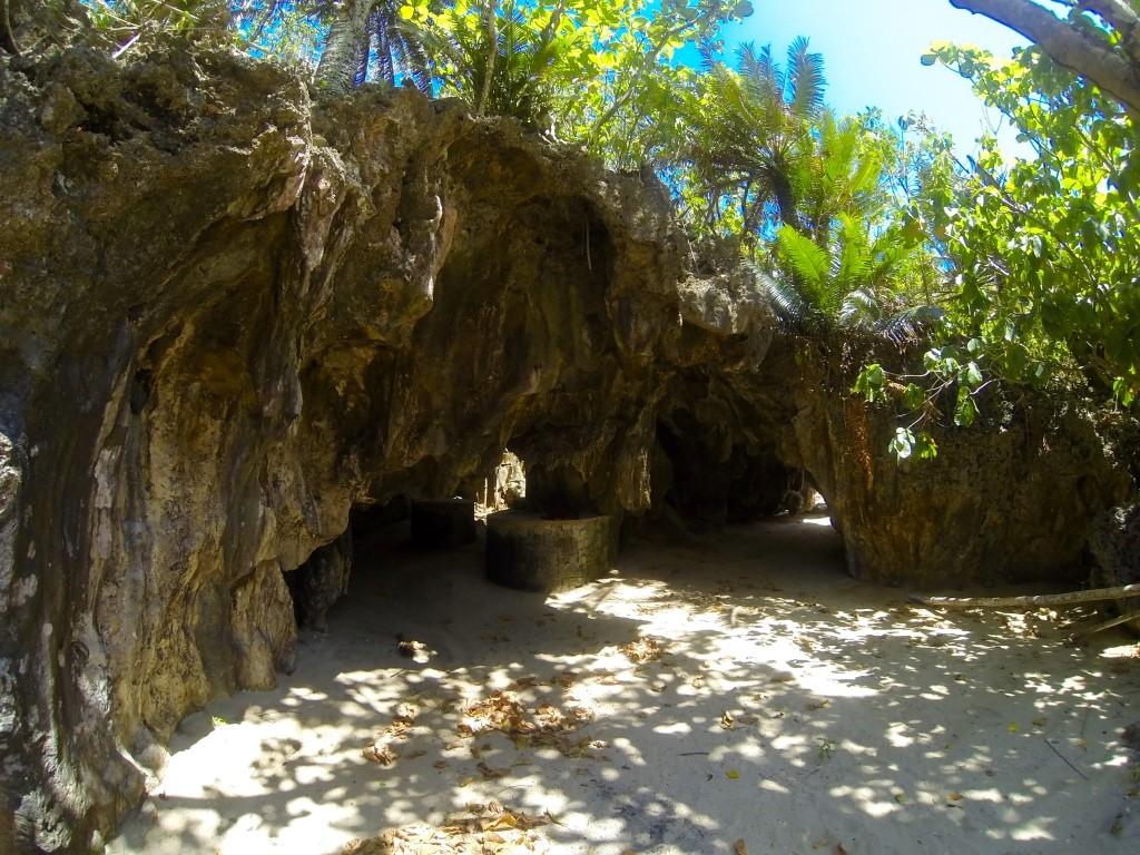 carnaza-island-cave