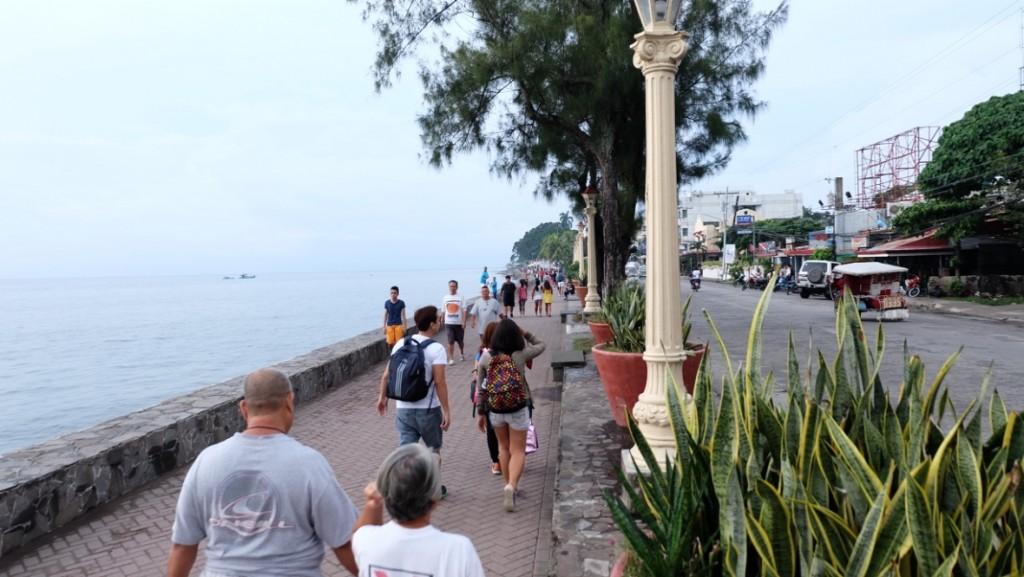 rizal-boulevard-dumaguete-stroll
