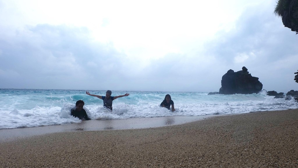 playing with Apo Island Waves