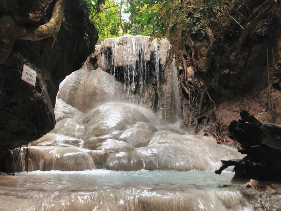 trekking Aguinid Falls